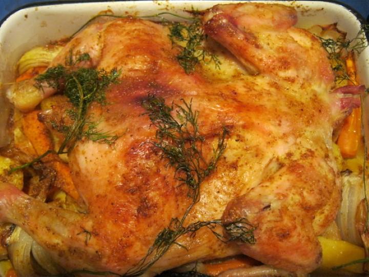 Курица в духовке с картошкой для жизнелюбивых гурманов