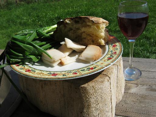 Чиабатта, лук, сало, вино