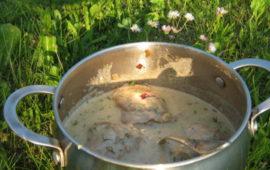 Тушеная курица в сливках