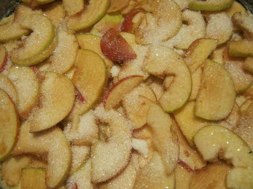 Выкладываем яблоки