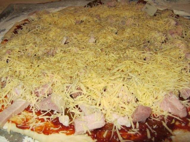 Пицца перед запеканием