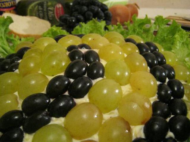Салат с виноградом на день рождения
