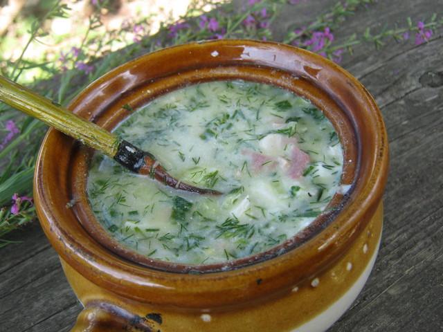 По рецепту заправляем окрошку сметаной