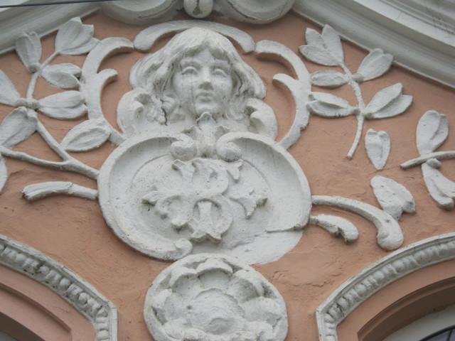 Ангельский лик под крышей дома, Берегово Закарпатье