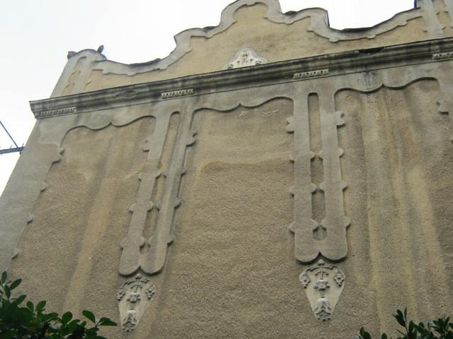 Величественная стена Венгерской Гимназии