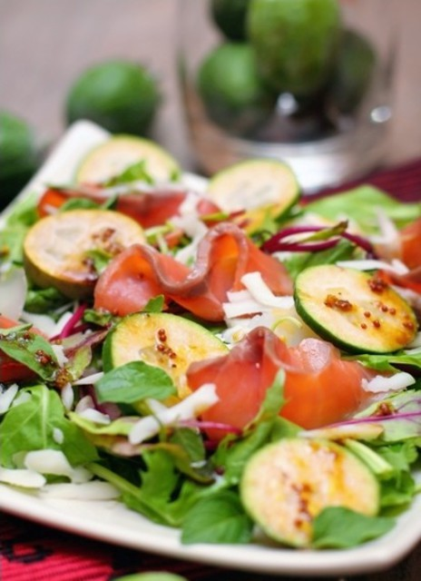 Салат из фейхоа и семги, рецепт