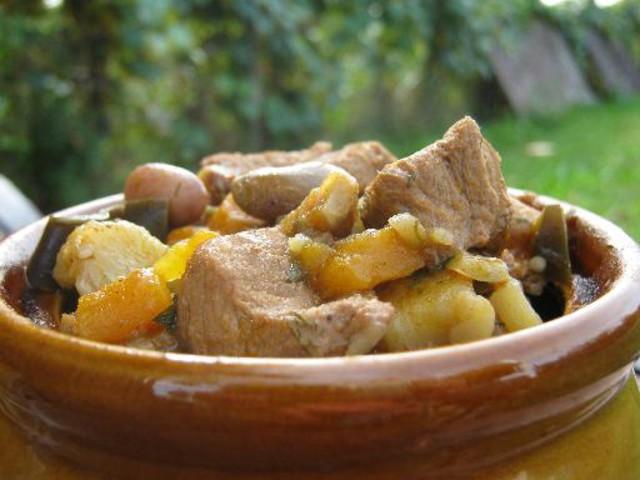 Картошка в горшочках с мясом и овощами