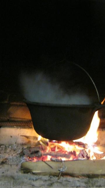 Варится суп из рыбы