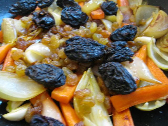Чернослив с овощами для баранины тушеной
