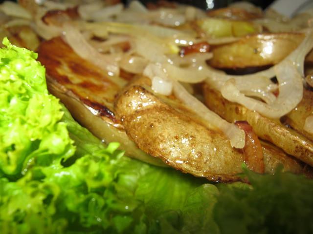 Печеная картошка с луком