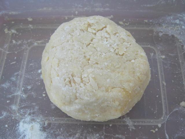 Скатываем тесто в шар