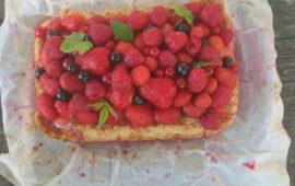Пирог с ягодами в жаркий летний день