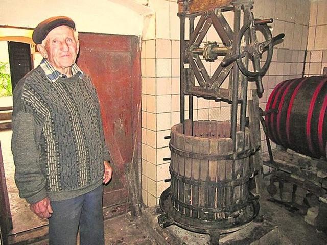 Старинный пресс для вина