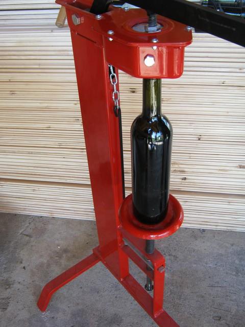Укупорка вина из винограда Каберне Совиньон