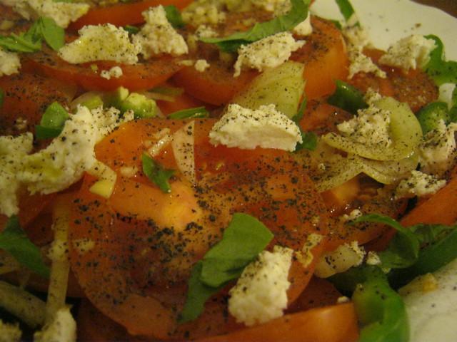 Салат с сыром и помидорами  для дружеской вечеринки
