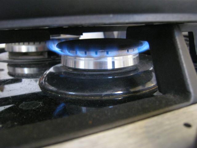 Устанавливаем средний огонь горелки