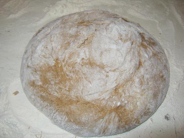 сформованный ржаной хлеб