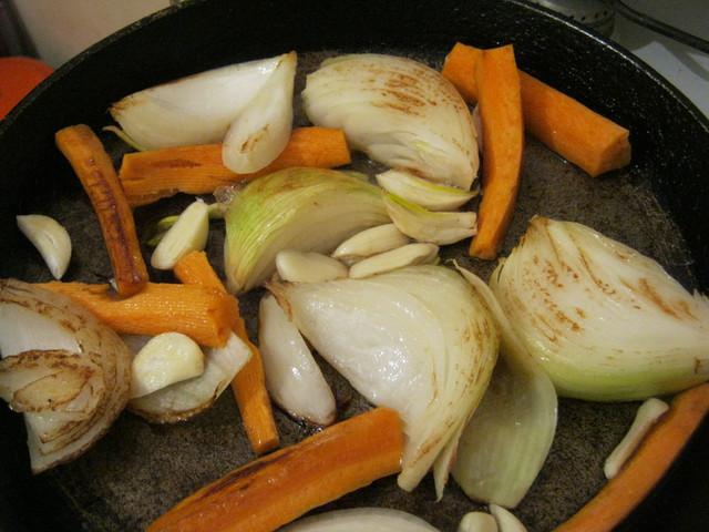 Обжариваем овощи чесноком