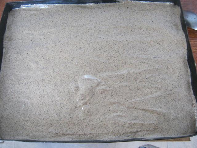Ореховый бисквит перед выпечкой