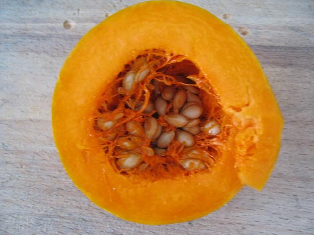 Вынуть семена из тыквы