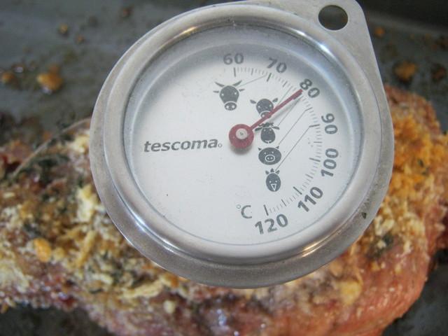 Измеряем температуру в толще мяса