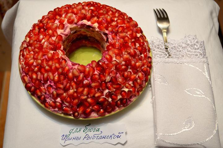 Классический салат Гранатовый браслет: эффектный праздничный вкусный