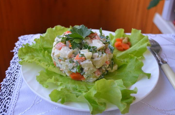 Классический рецепт салата Столичный: знакомство с двоюродным племянником Оливье