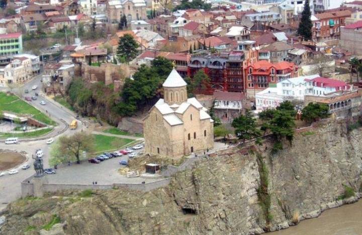 Тбилиси: небольшое путешествие по знаменитому «блошиному» рынку с Юлией Тужилкиной