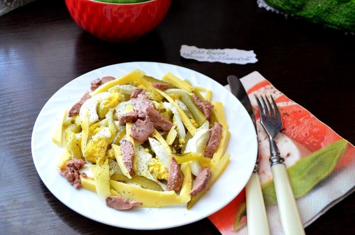 Классический рецепт салата из печени трески с пошаговыми инструкциями