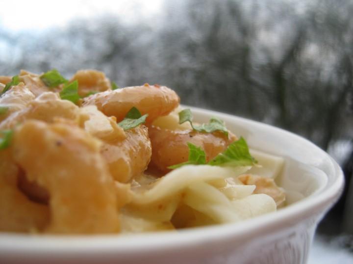 Миниатюра к статье Как приготовить пасту с креветками в сливочном соусе не хуже мишленовского шефа