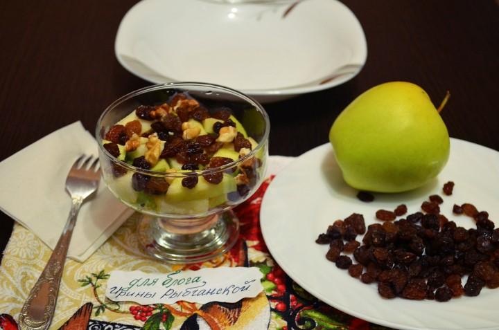 Несколько вкусных рецептов салата из стеблевого сельдерея с яблоком