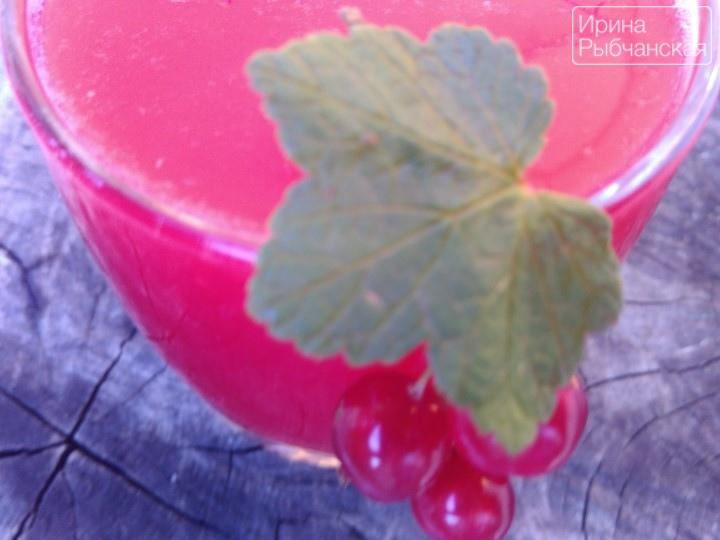 Миниатюра к статье Простой домашний рецепт освежающего морса из красной смородины