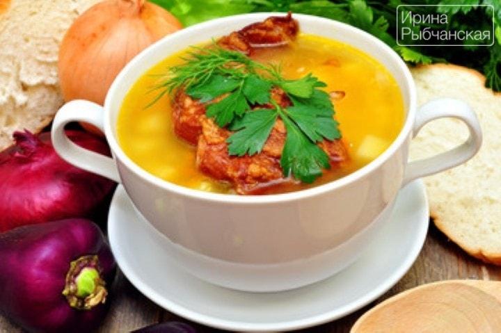 Гороховый суп с копчеными ребрышками: рецепт на все времена