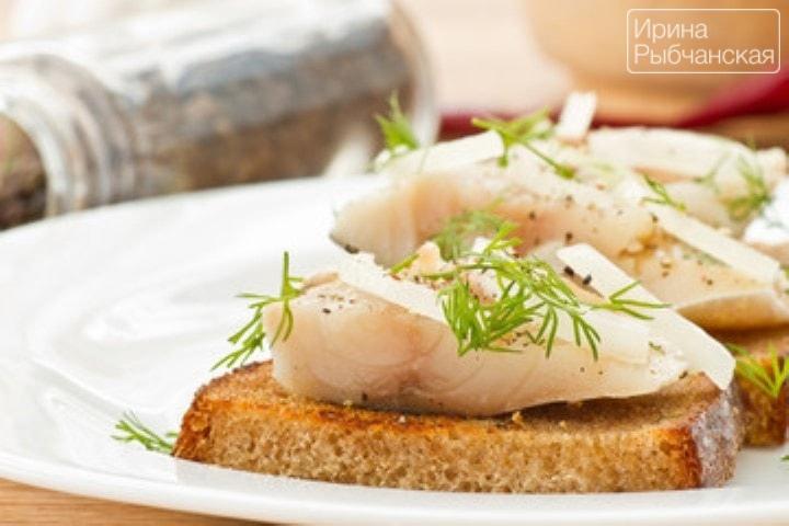 Как приготовить очень вкусную соленую скумбрию в домашних условиях