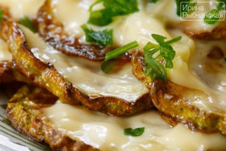 Кабачки жареные с чесноком и майонезом— как вкусно приготовить и эффектно подать